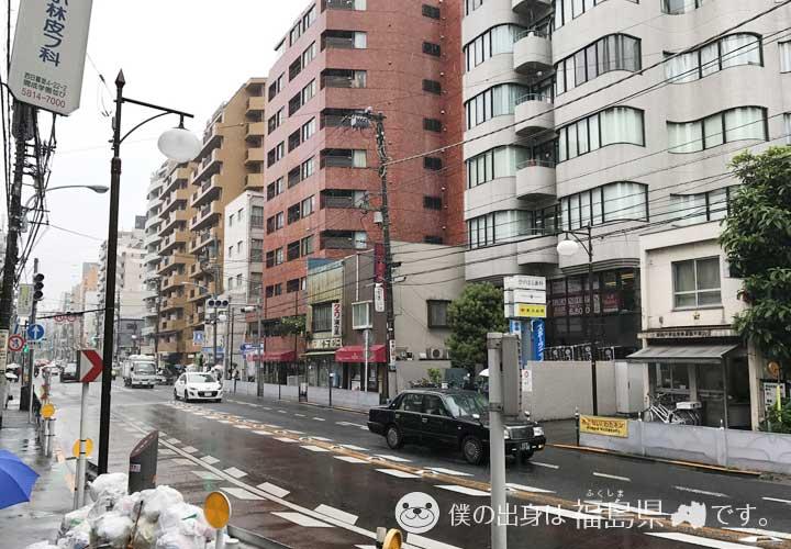 千駄木駅前の道路