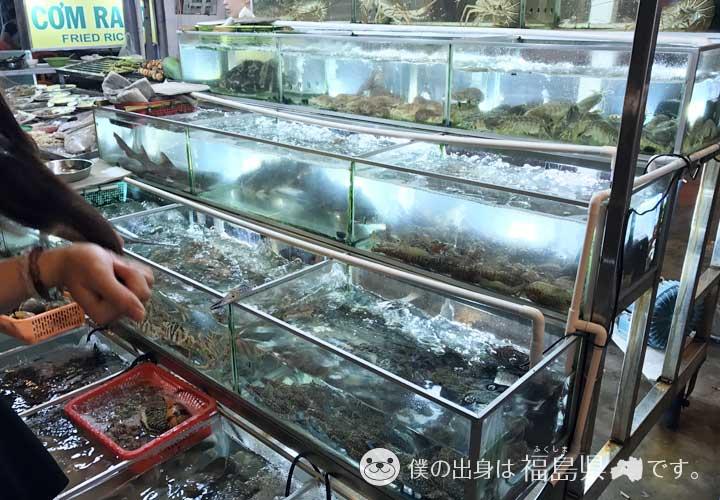ナイトマーケットで売られている甲殻類
