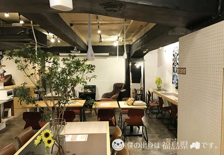 basement cafe店内