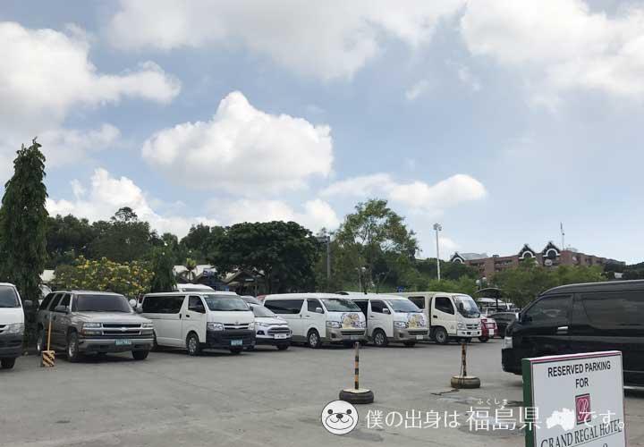ダバオ国際空港前の駐車場