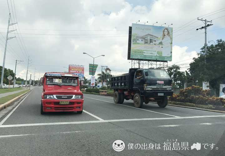ダバオの街を走る車