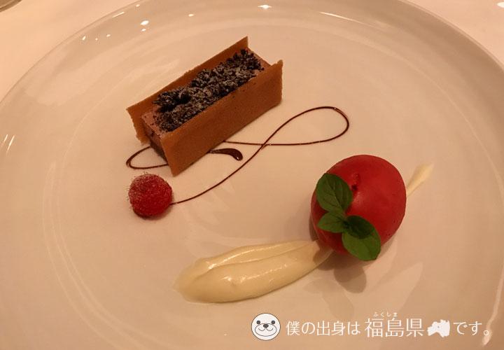 チョコレートのケーキと木ノ実
