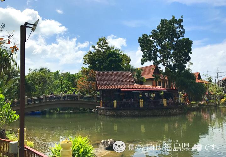 中央にあった池
