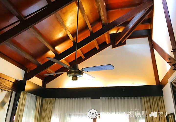 天井の高い客室