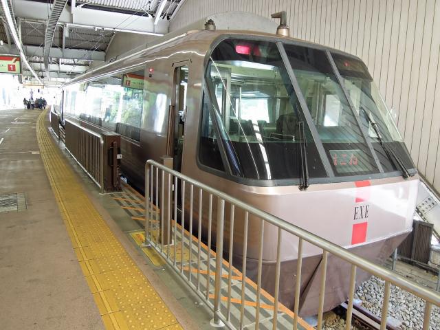 電車(小田急線ロマンスカー)を利用して箱根を目指す