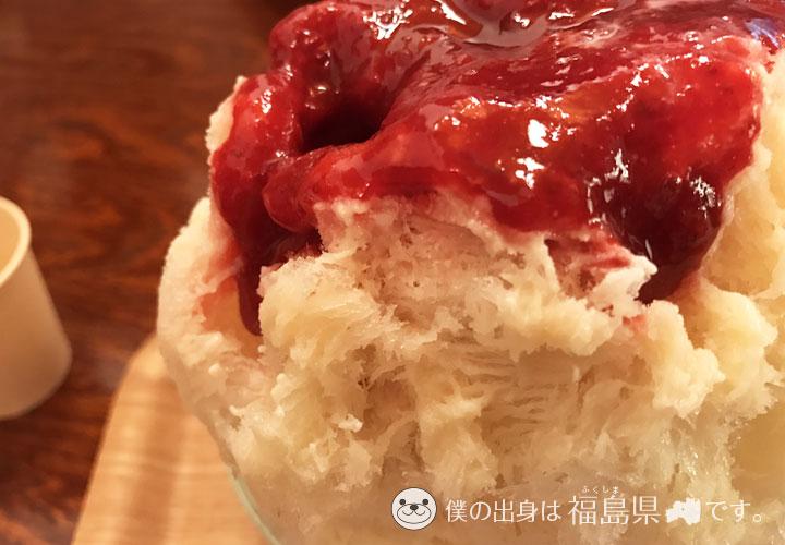 いちごの濃厚な蜜とミルク氷