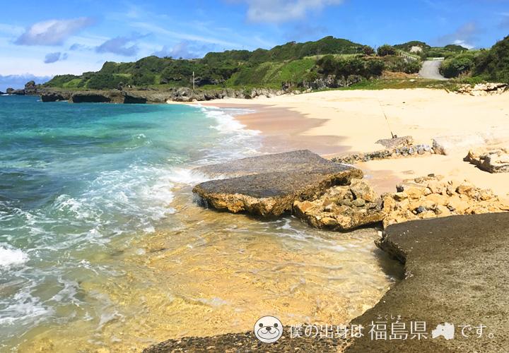岩がむき出しの前浜海岸