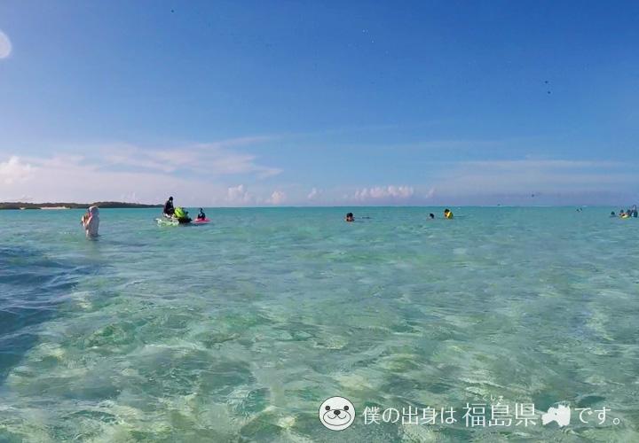百合が浜に集まる観光客
