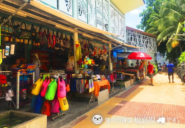 ピピ島の中心地トンサイベイは賑やかな場所!海も近くて観光や買い物もOK